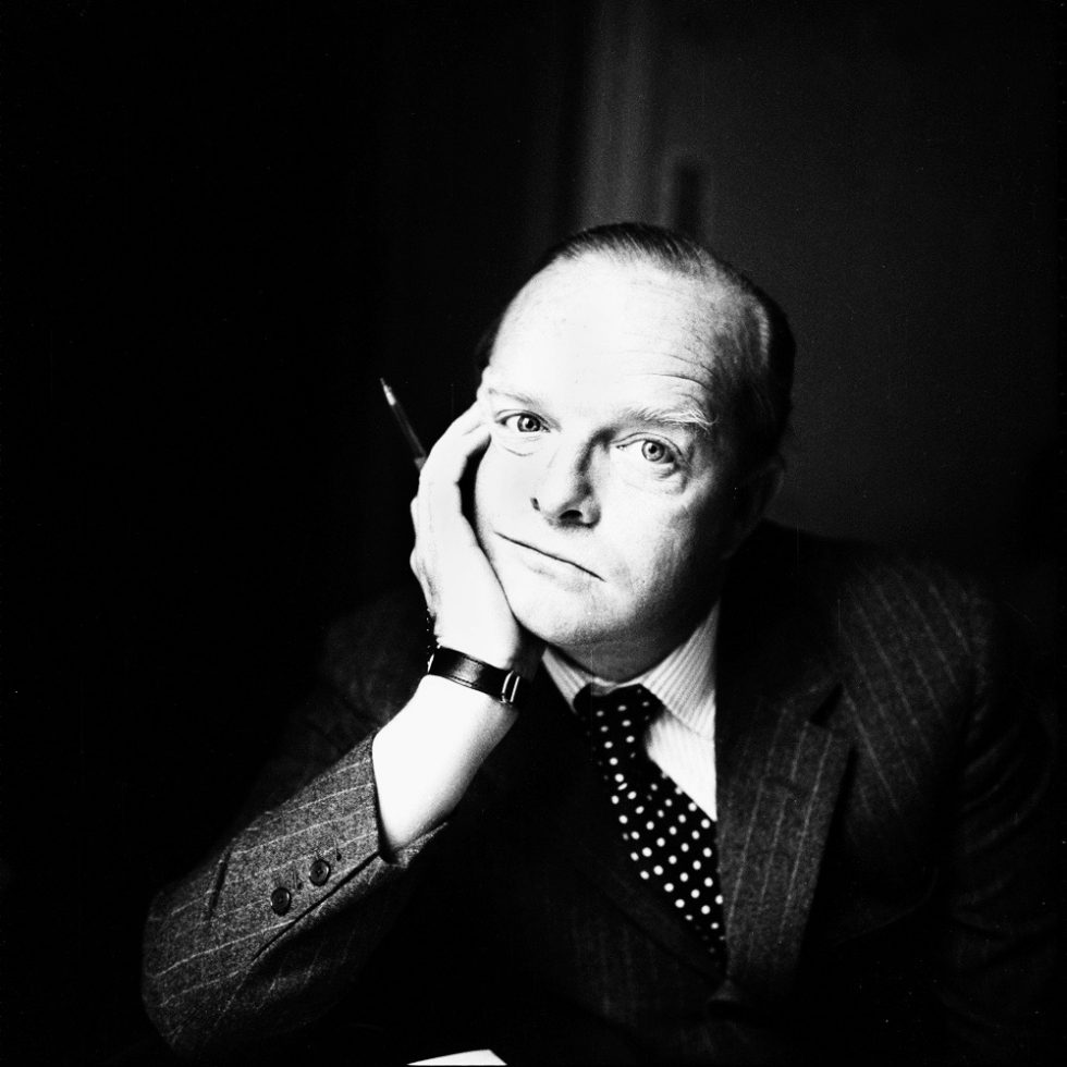 "L'ecrivain Truman Capote (1924-1984) a Milan le 24 fevrier 1966  -- writer Truman Capote (1924-1984) in Milano february 24, 1966 Truman Capote, famously declares to an Esquire journalist to whom he had offered a Tank watch, « keep it, I've got seven more at home !"". 1966. © Rue des Archives/Ital"